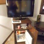 Televisión y mueble bar