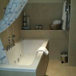 Louisa Bathroom with spa bath!!