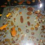 древние амулеты из янтаря