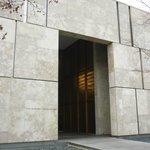 Barnes Foundation Exterior 2