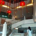 ロビーです。 中華系ホテルなので旧正月の飾りつけをしていました。