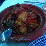 танжин:кус кус,три вида мясо,овощи  600руб.