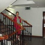 моя жена в вестибюле отеля