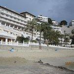 Вид на отель с моря.