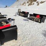 coin café bar lounge,ski aux pieds,a l arrivé du télésiège du diable .