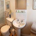 Large en-suite power shower ( Windsor )