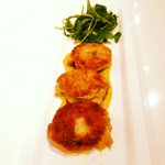 Signature Tapas : Crabcakes with curry Aoli