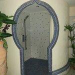 Dusche im Wellnessbereich