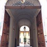 Portone ingresso Palazzo des Hayes di Mussano (dove di trova casa Cavour)