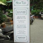 Hoa Tuc Sign