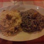 2 mezze porzioni, 1 di risotto al tartufo e 1 funghi e barolo