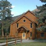 Glacier Lodge has 15 rooms.