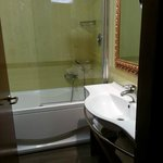 The half shower screen was movable, which we only found out later, after banging my toes 3 times