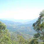 アサートン高原へ向かう途中のハイウェイにある見晴台からの風景