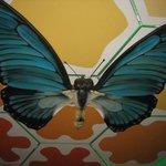 un enorme farfalla