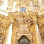 Santa Maria Maddalena прекрасный собор напротив