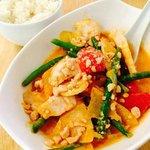 NINJA THAI CURRY - Rotes Curry mit knackigem Gemüse, Kokosmilch, Erdnüssen und Hähnchenbrust (Gi