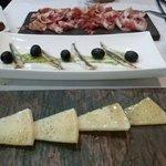 Boquerones, queso y jamón