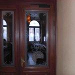 Eingang zu Restaurant und Rezeption