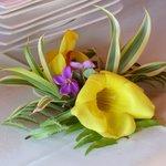 Blumen Deko am Frühstücks-Buffett