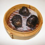 Steamed Shrimp Dumplings with black truffle