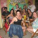 Cenando en Jamaica Bar
