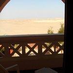 Вид с балкона на пустыню.