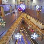 Вид на холлы из лифта