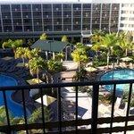 Vista do nosso quarto para as piscinas!