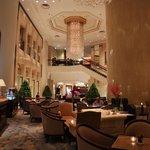 صورة فوتوغرافية لـ Lobby Lounge, Island Shangri-La Hotel