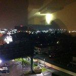 Vista do corredor do Hotel para o lado do Aeroporto a noite!