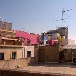 vista sui tetti di Barcellona, sulla destra (non ripresa) c'e' la cattedrale
