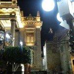 Teatro Juarez, a metros de la bajada del funicular (pipila al fondo)