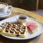 Latte y waffle