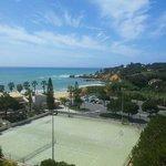 grosser tennisplatz wunderbare Sicht!