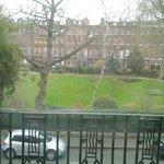 Vista del parco davanti all'hotel.