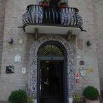 Detalhe charmoso da entrada do hotel