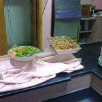 Скудный ассортимент салатов