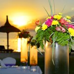 Table des mariés au couché de soleil