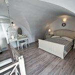 Deluxe split level apartment
