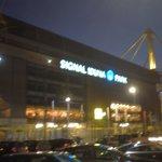 Il Signal Iduna di notte