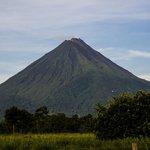 Vistas del volcan Arenal desde el Jardines Arenal Lodge