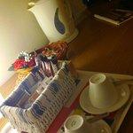 bollitore + bustine di tè in camera