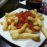 Pierdetiempo - Straccetti di pizza fritta con pomodoro