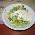 Salad with gyros teller