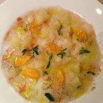 Carpaccio de aragosta con mandarina, toronja y cilantro