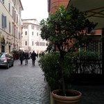 Saliendo del hotel a la derecha la Fontana de Trevi