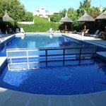 Muy buena piscina