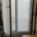 минибалкон с плотными шторами