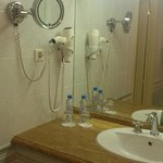Все необходимые аксессуары для ванной комнаты в наличии